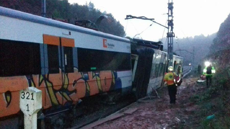 Passenger train derails near Barcelona, casualties reported (PHOTOS)