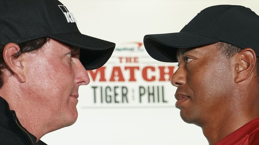 'Rich snobs': Fans furious as Woods & Mickelson pose with 'mountain of cash' before $9mn Vegas match