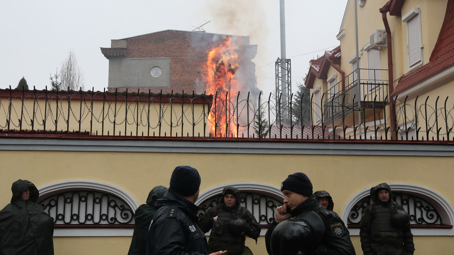 Russian Consulate territory ON FIRE as protesters pelt it with flares in Kharkov (PHOTOS, VIDEO)