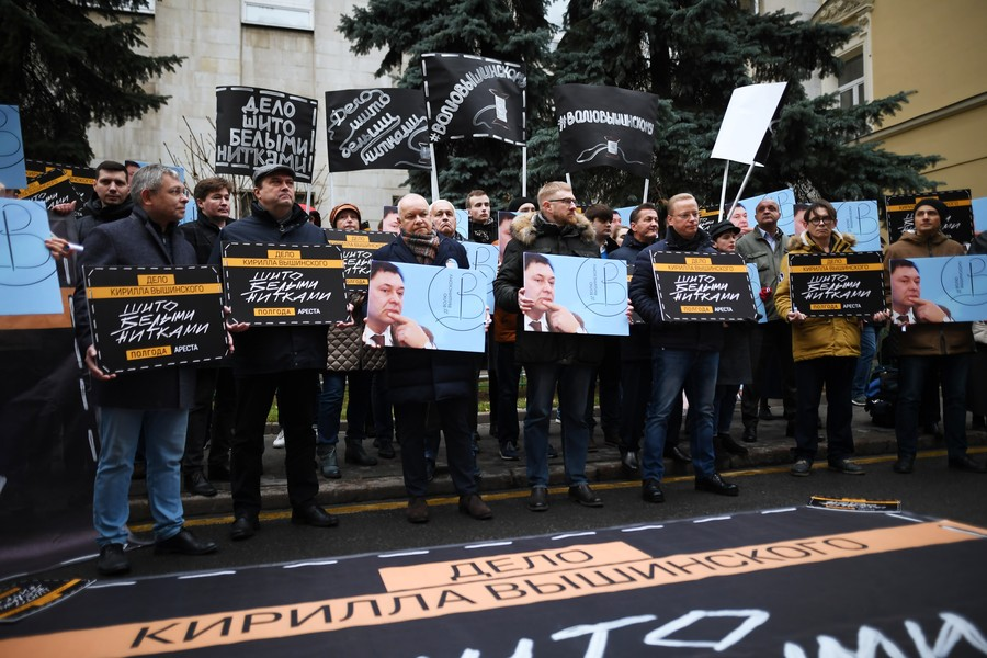 Rally at Ukrainian Embassy in Moscow demands release of Russian journalist (PHOTOS)