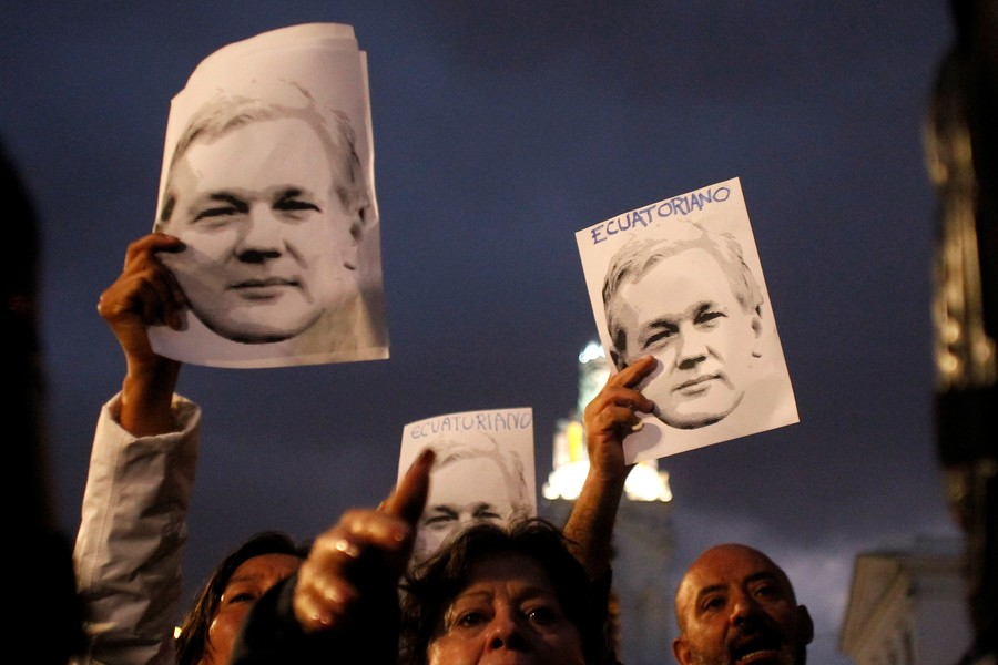 'Slow assassination': Julian Assange's mother's emotional speech about son's embassy ordeal (AUDIO)