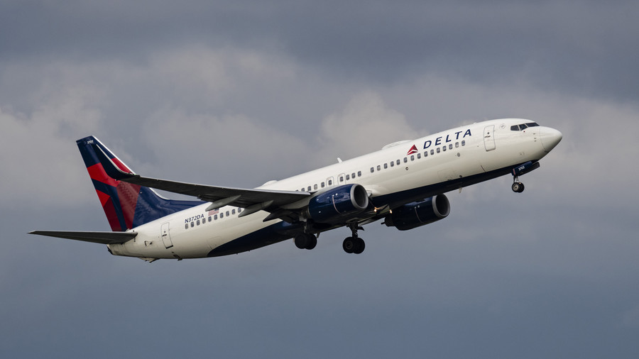 And you thought your flight was sh*tty… Delta passenger forced to sit in FECES for 2 hours