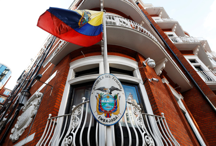 'Intruder' tried to break into Ecuadorian embassy through Assange's room – reports