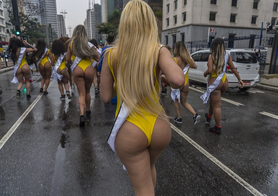 Mine is 100% natural! Brazilian Miss Bumbum pageant ends with fight  (VIDEO)