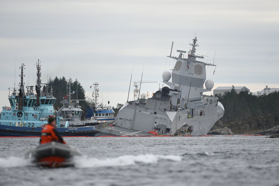 Norwegian frigate collides with oil tanker off country's coast, 8 injured (VIDEO)