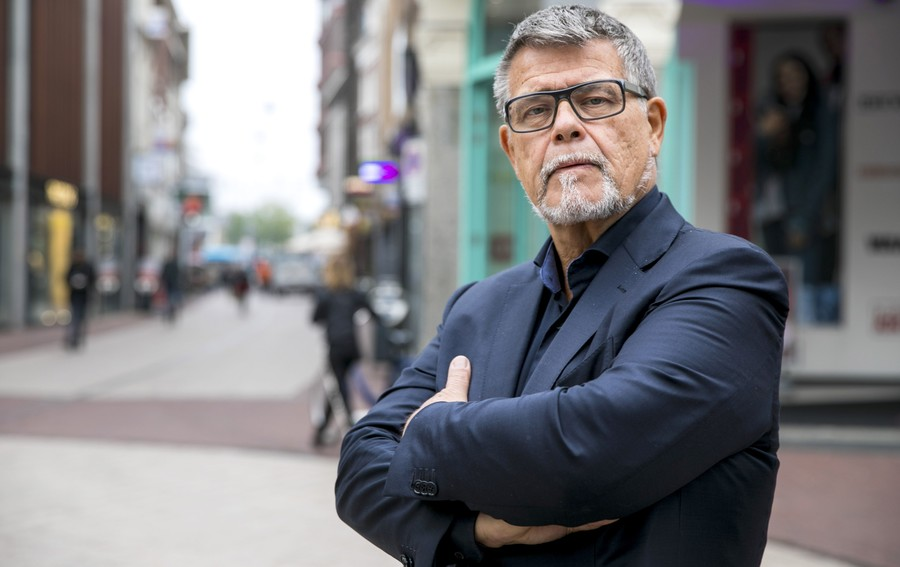 Temporally challenged: 69yo man fights to legally change his age... for more Tinder dates