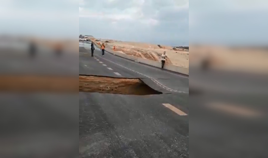 Highway to hell? WATCH sinkhole swallowing major Israeli road after flooding (VIDEO)