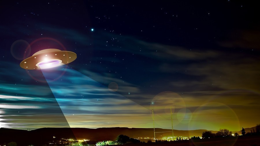 Investigation launched after several pilots report close encounter with UFO (AUDIO)