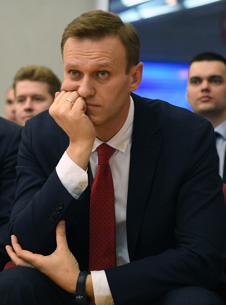 Kremlin critic Navalny barred from leaving Russia over 'surprise' debt