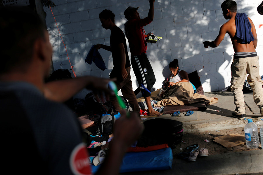 'Migrant tsunami': Tijuana mayor threatens to deport US-bound migrants amid tensions & clashes