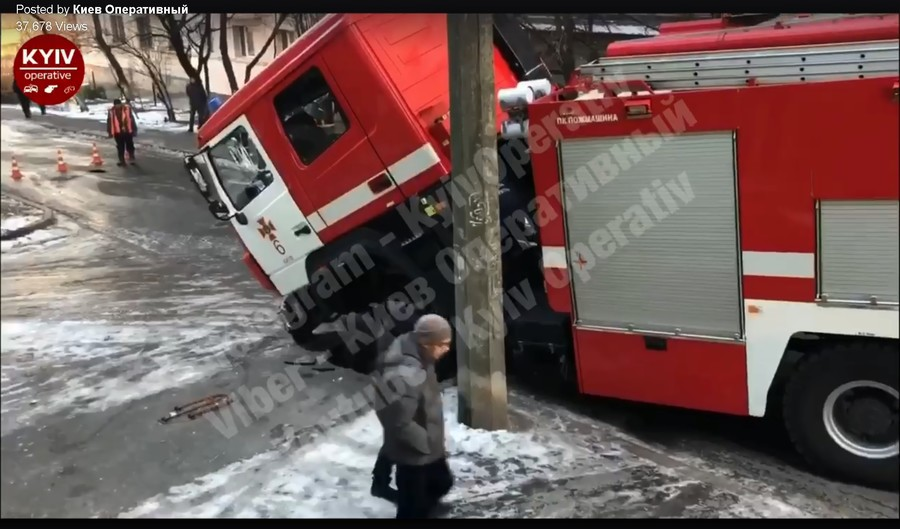 Oops! Fire engine rushing to emergency FALLS into sinkhole (VIDEO)