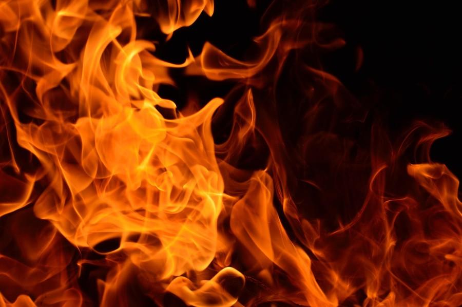 WATCH Dallas firefighters battle raging apartment block fire, smoke seen from miles away