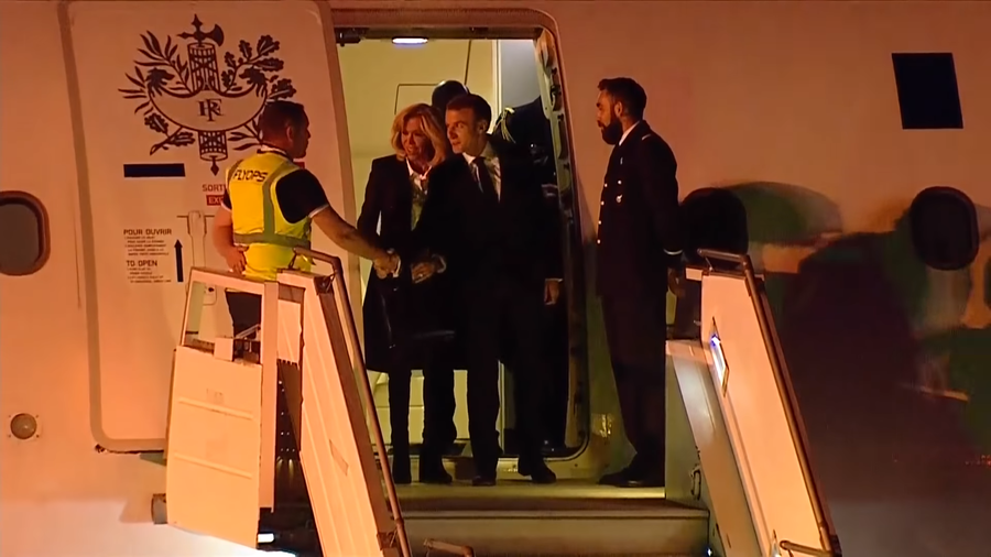 Macron left all alone on the runway at G20 arrival, has to shake hands with airport staff (VIDEO)