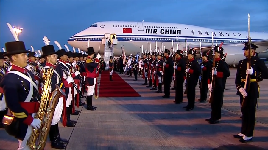 Argentine honor guard mistakes Chinese official for President Xi (VIDEO)