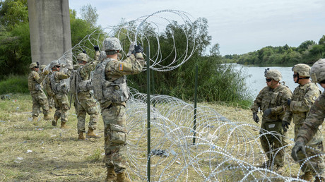 1,000s of troops & 'beautiful' razor wire: US border reinforced against 'migrant invasion' (VIDEOS)