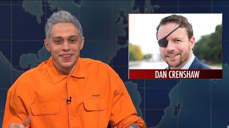 Pete Davidson mocks Dan Crenshaw © YouTube / Saturday Night LIve