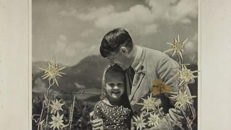 'Fuehrer's child': Stunning photo of Hitler hugging Jewish girl goes on sale in US (VIDEO)