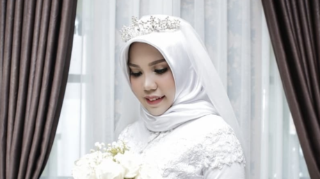 Woman who lost fiance in Lion Air plane disaster marks couple's wedding day (PHOTOS)