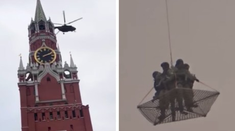 Armed soldiers flying over Kremlin in net suspended from helicopter leave locals baffled (VIDEO)