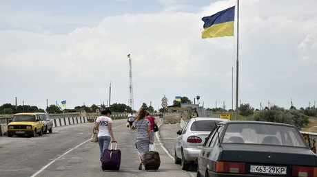 From tourists to journalists: Kiev bans foreigners from entering Crimea via land border with Ukraine