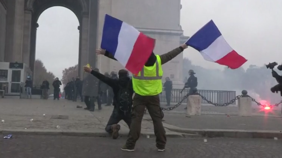 Paris Yellow Vest standoff with riot police evokes centuries-old French revolutionary spirit (VIDEO)