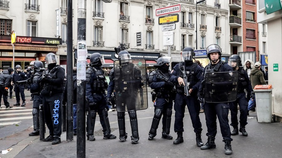 French police remove helmets as gesture of peace to protesters, video goes VIRAL