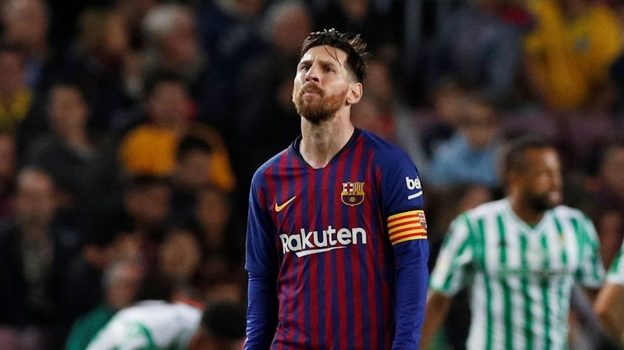 Pele blasts Messi, calls Barcelona star