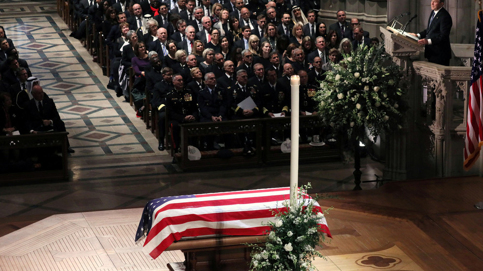 11,000 people pay respects to Bush in Houston