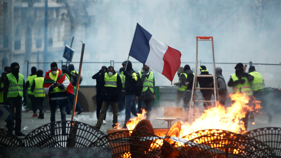 Color of outrage: Yellow Vests rallies sweep across France and abroad