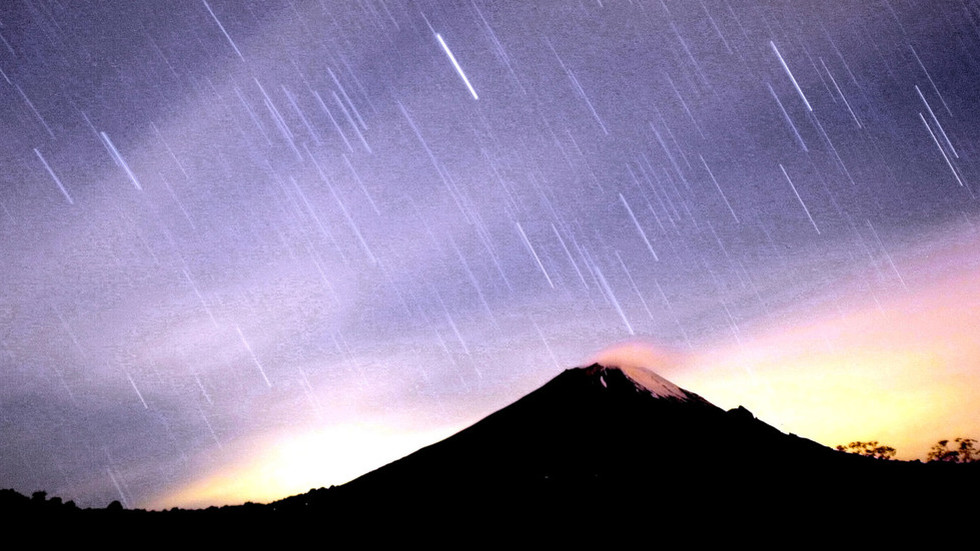 Eyes in the sky: Weekend meteor shower on