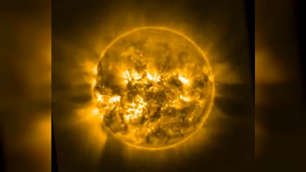 Sun's mesmeric shapeshifting atmosphere revealed in stunning timelapse VIDEO