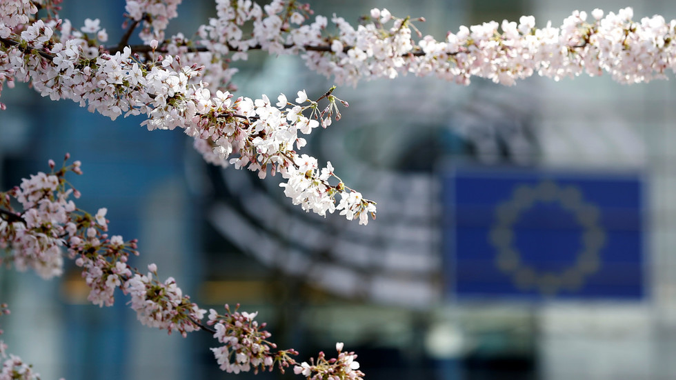 EU & Japan want to turn back Trump clock by creating world's largest free-trade zone