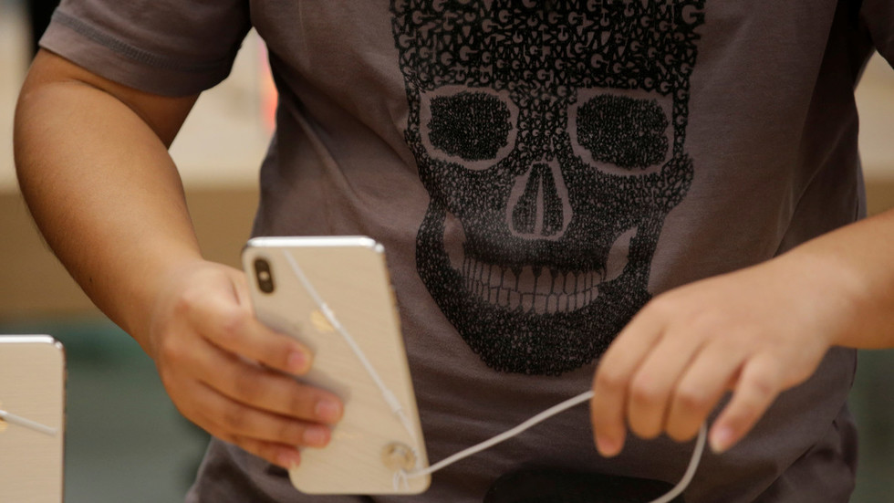 China court bans iPhone sales in patent dispute