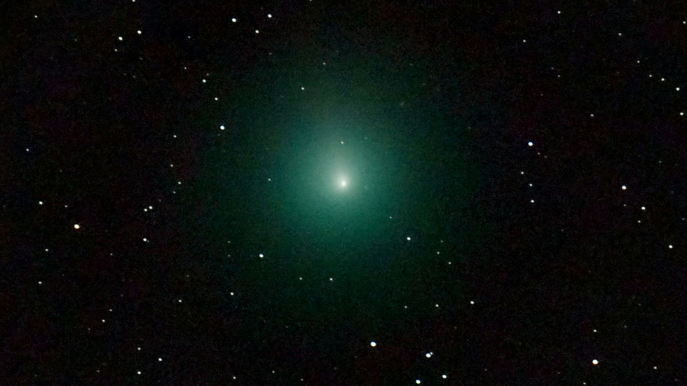 The year's brightest comet makes its closest pass by Earth this weekend