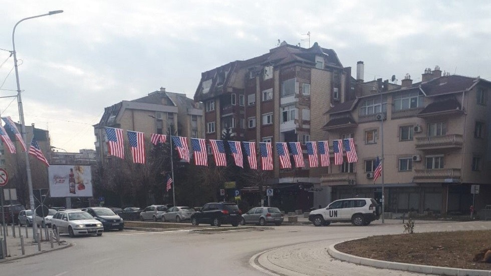 US & Serbian flags color opposite sides of Mitrovica as Kosovo votes to create army (PHOTO)