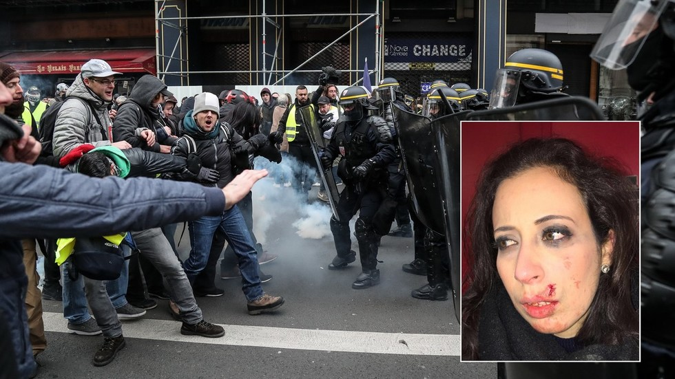 RT France reporter struck in face covering Yellow Vest protest