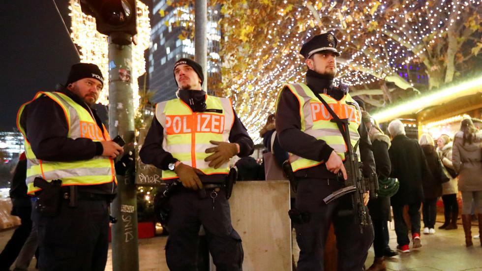 Terrorist scare & stampede: 7 injured after teens throw firecrackers in Dortmund mall (VIDEOS)