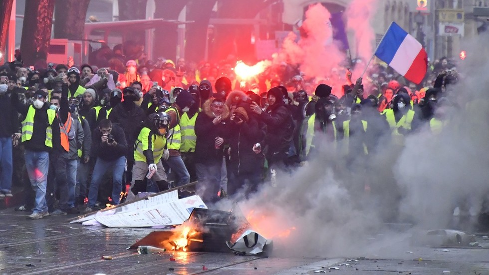 'We didn't listen to people': French PM admits mistakes in dealing with Yellow Vest rallies