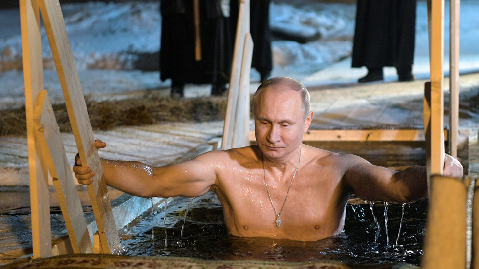 Japan's best-selling calendar star revealed… as Putin (PHOTOS)