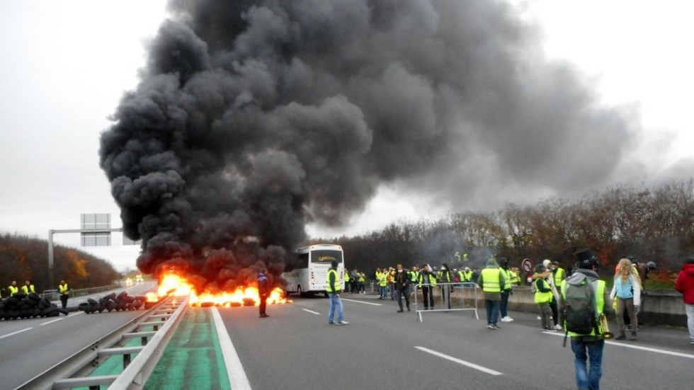 Hit the road Jaсques! Yellow Vests blamed for millions in damage to French highways