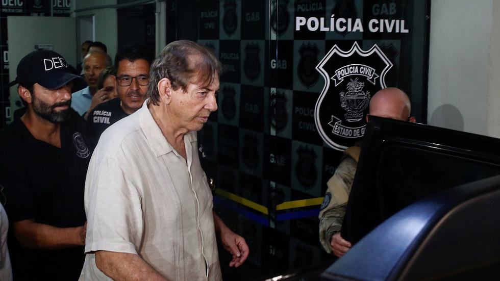 Alors que le célèbre guérisseur brésilien jean de dieu est arrêté pour agressions sexuelles, des manifestations paranormales ont lieu dans le commissariat... 5c1a701afc7e93894c8b45e1