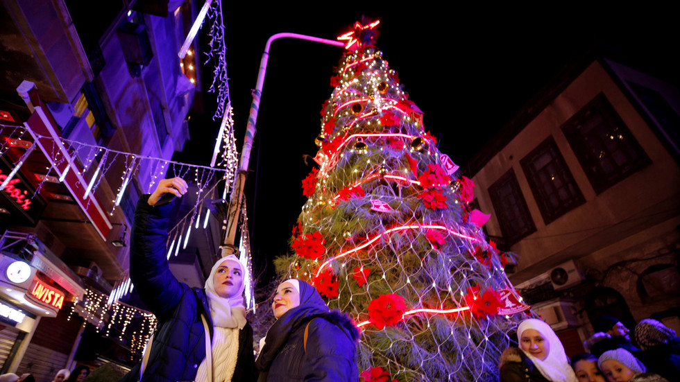 Syrians celebrate Christmas & hope for lasting peace as US troops pullout (VIDEOS)