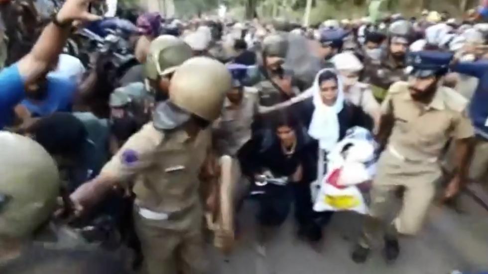 WATCH Hundreds of men prevent two women from reaching shrine of celibate Hindu deity
