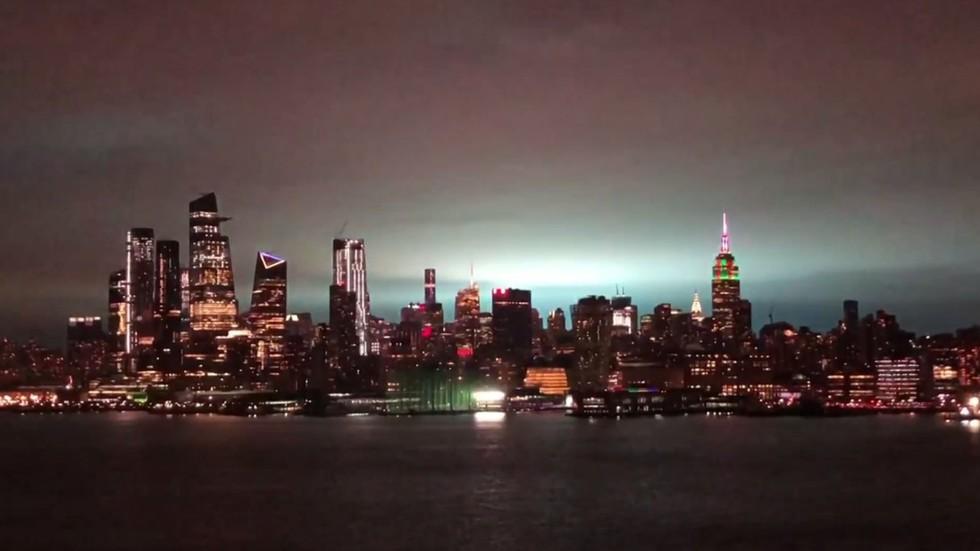 alien invasion  russian hackers  new york city skyline