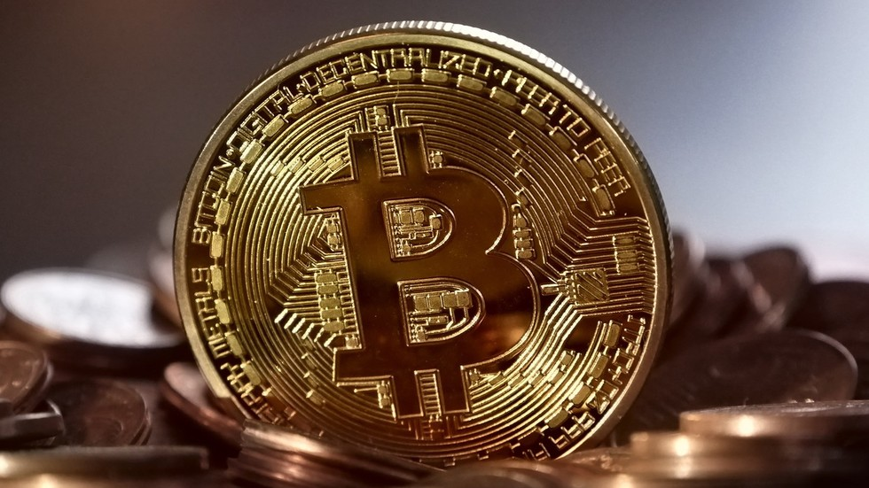 Experts call bitcoin this year's worst investment