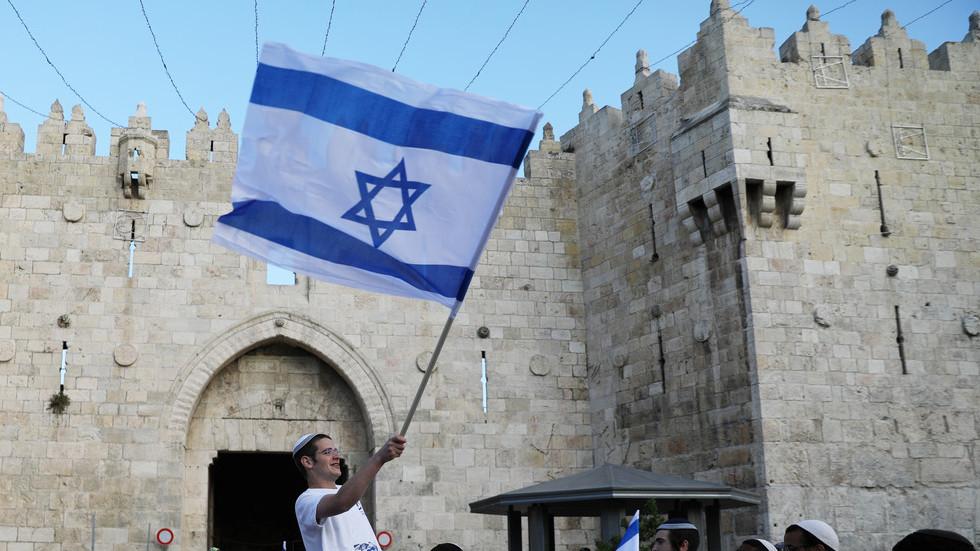 Tel Aviv furious over Jordanian minister 'desecrating' Israeli flag (PHOTO)