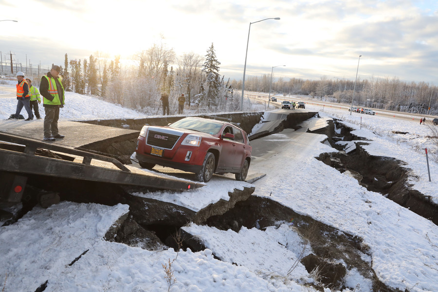 Trump declares Alaska state of emergency after 7.0 quake damages roads & infrastructure (VIDEOS)