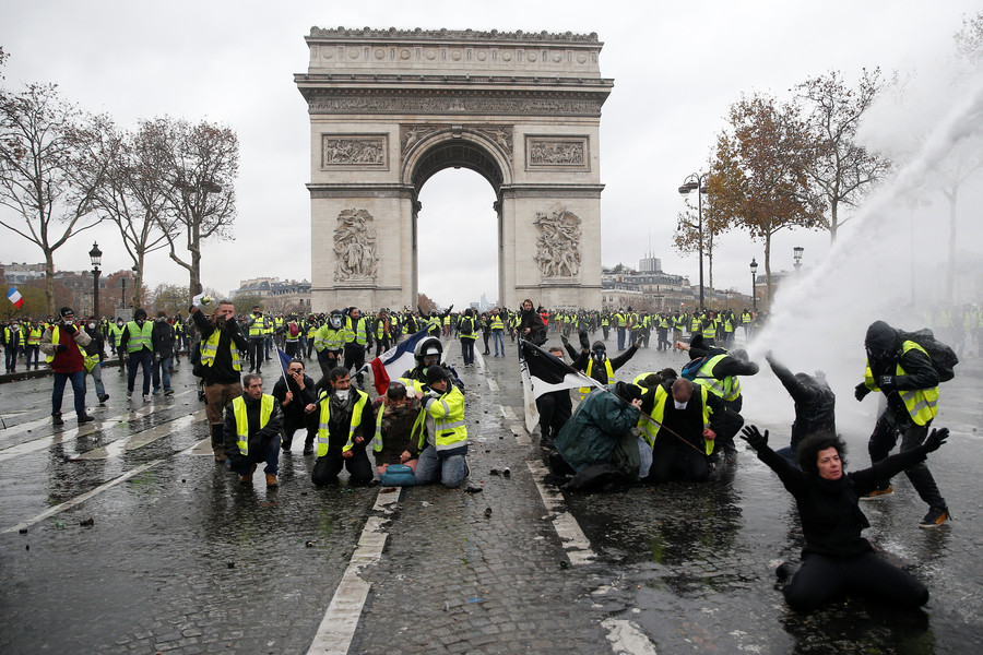 French police crack down on Yellow Vest protesters in bloody clashes (PHOTOS, VIDEOS)