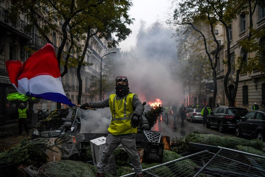 Yellow Vests leader: Fuel tax moratorium is crumbs, we want the baguette