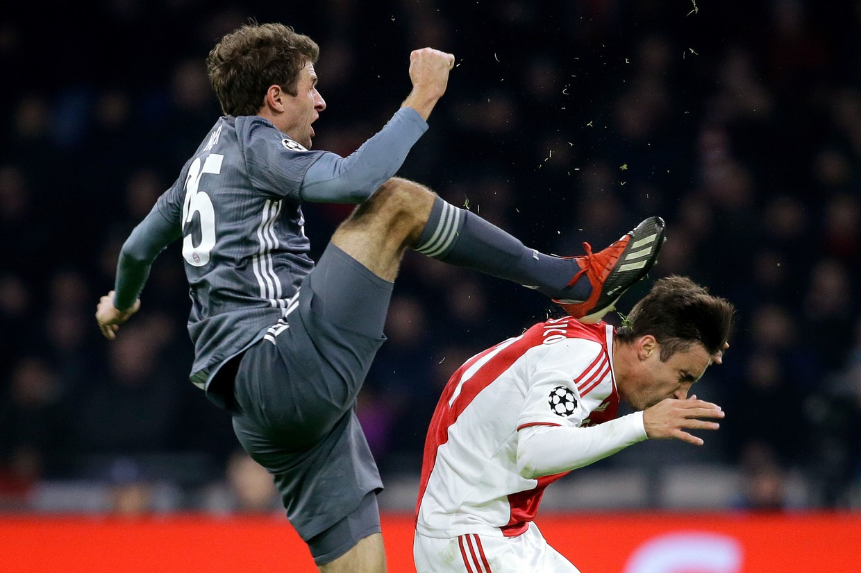 No intention': Bayern's Thomas Muller apologizes for shocking 'kung fu  kick' red card (PHOTOS) — RT Sport News